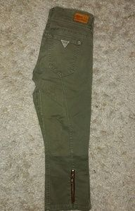 GUESS capris, olive & gold